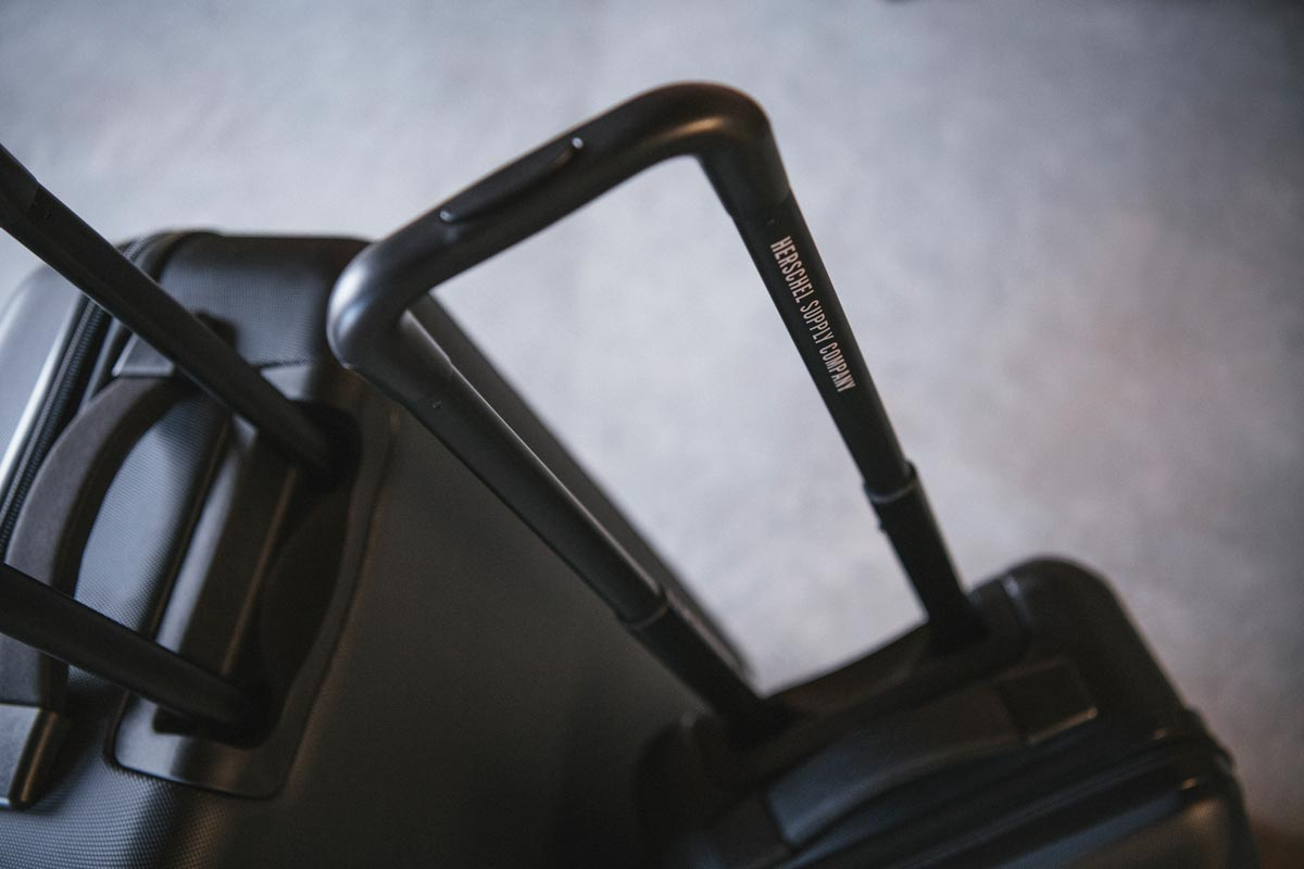 Retractable three-stage locking trolley handle